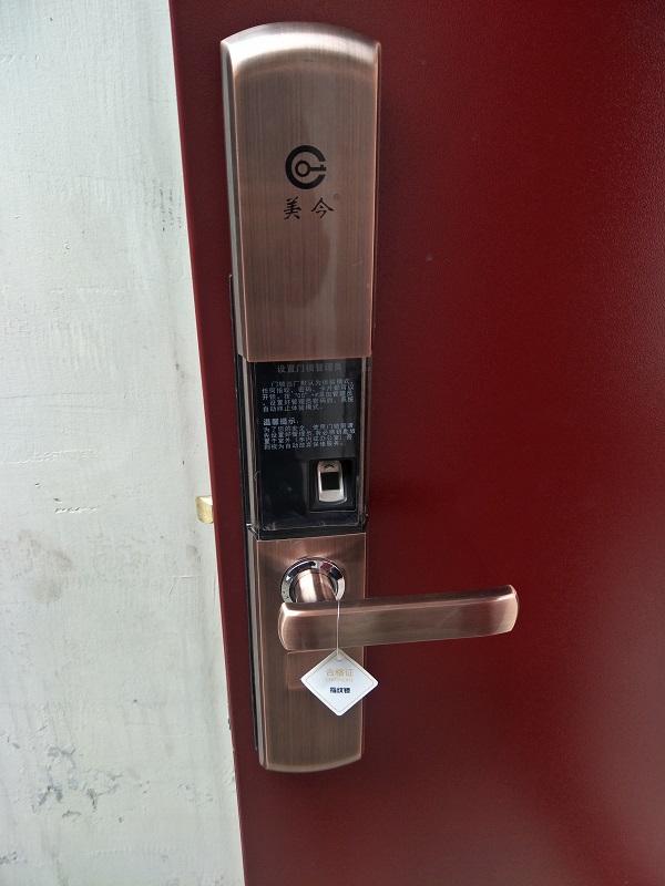 家属院安装指纹锁具